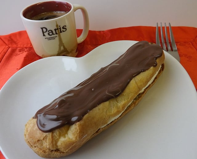 A Chocolate Éclairs | BakeThenEat.com