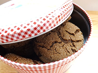 cookies in a tin