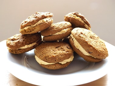 A plate of pumpkin whoopie pies