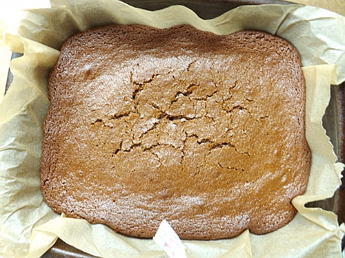 sticky gingerbread cooling