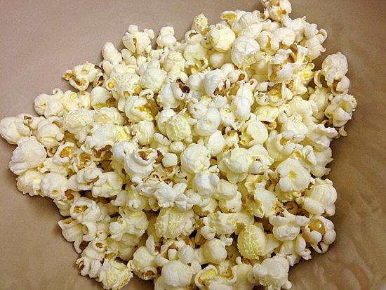 white chocolate and cranberry popcorn