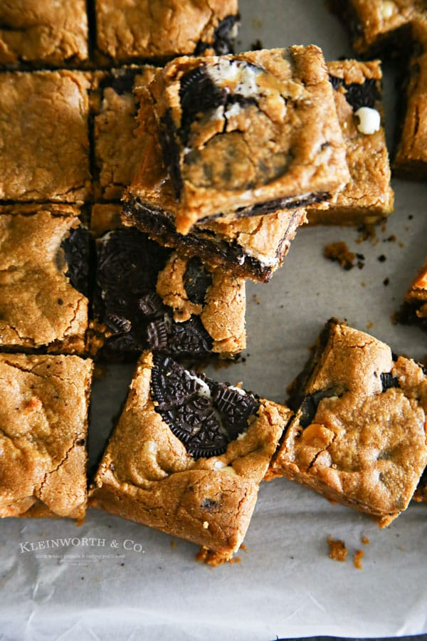 Oreo stuffed Blondies | http://www.kleinworthco.com/2017/04/oreo-stuffed-peanut-butter-blondies.html