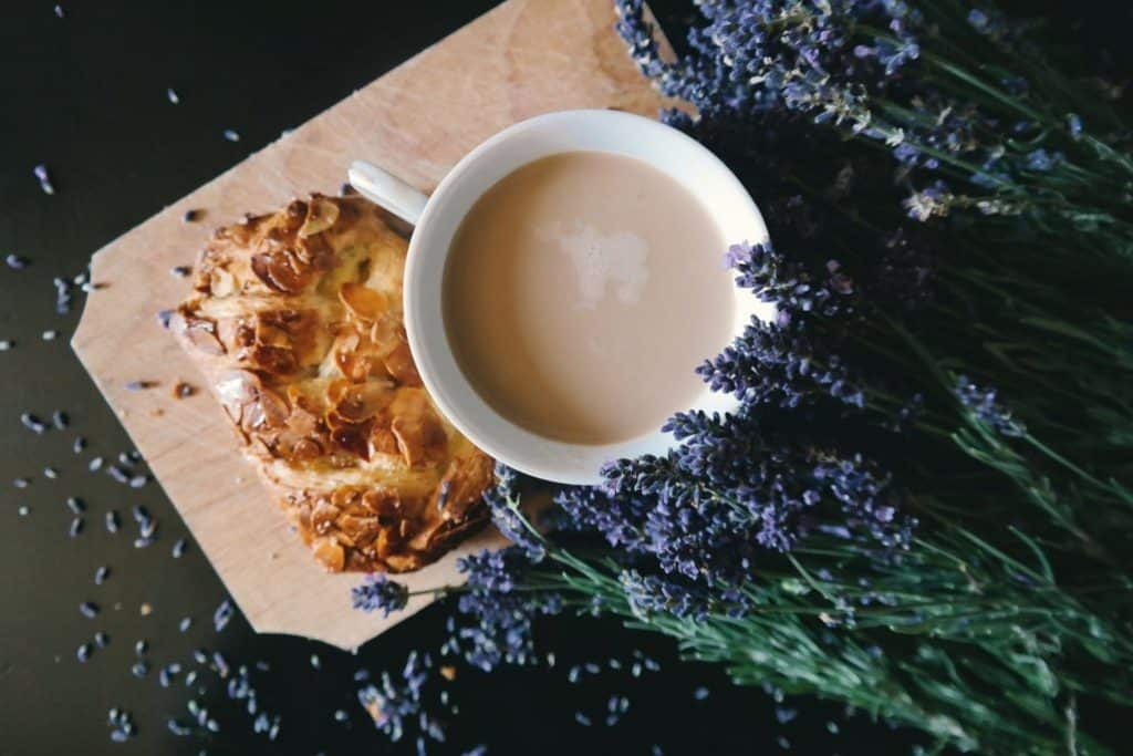 2018 food trend predictions - floral flavours a lavender pastry and drink.